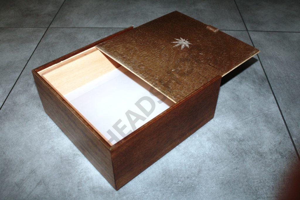 Caja Bahamas apertura lateral